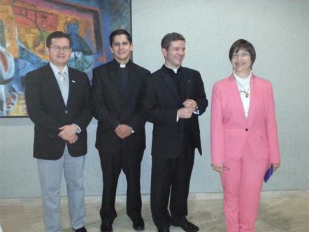 Pie de foto, de izquierda a derecha, Mtro. Adrián Aguilera, Pbro. Mtro Juan Carlos Mayorga Enríquez, Pbro. Dr. Pedro Benítez, Dra. Rosario Athié.