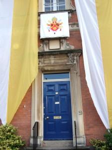 Entrada al oratorio durante la visita de Benedicto XVI después de la Beatificación de John Henry Newman.